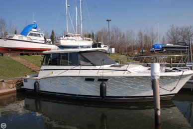 Trojan F32 hard top cruiser, 32', for sale - $21,000