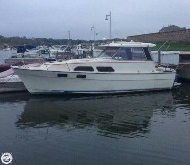 Bayliner 2670 Explorer, 26', for sale - $8,000