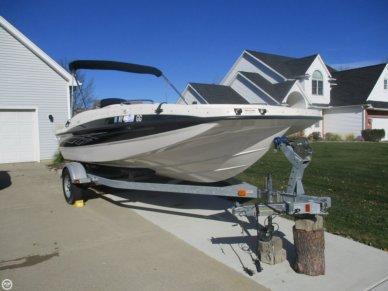 Bayliner 197 Deck Boat, 18', for sale - $17,500