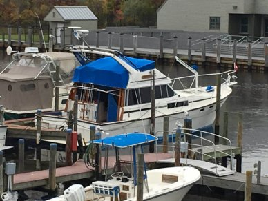 Bayliner 3870 Motoryacht, 38', for sale - $42,500
