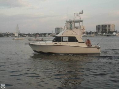 Bertram 33 Flybridge Cruiser, 33', for sale - $19,500
