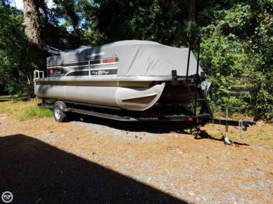 Sun Tracker 20 DLX PARTY BARGE, 21', for sale - $24,500