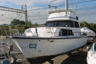 Marinette 32 Fly Bridge Sedan Cruiser, 32, for sale - $9,500