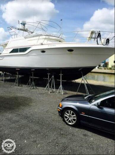 Cruisers 4280 Express Bridge, 44', for sale - $28,400