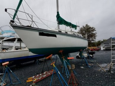Newport 31, 31', for sale - $17,000