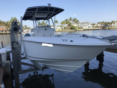 Boston Whaler 270 Outrage, 27', for sale - $48,950