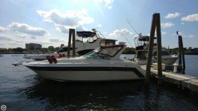 Regal Commodore 320, 34', for sale - $15,500