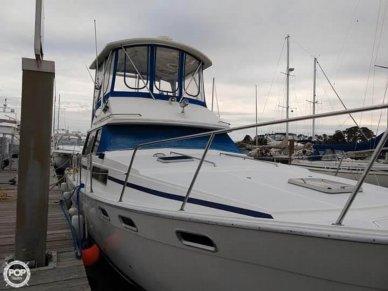 Bayliner 3870, 38', for sale - $39,500
