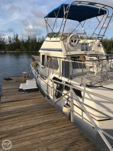 Overseas Yacht 35'