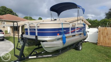 Sun Tracker PARTY BARGE 18DLX, 18, for sale