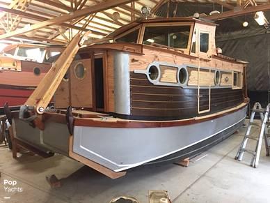Custom Waterwoody, 33', for sale - $221,200