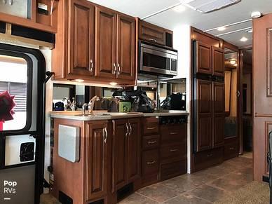 Microwave, Refrigerator/freezer, Sink