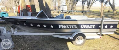Mastercraft Stars & Stripes Ski Boat, 19', for sale - $14,650