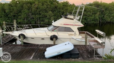 Trojan 10 Meter International Sedan Flybridge, 33', for sale - $32,500
