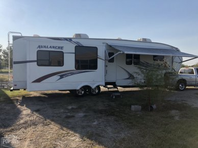 2011 Avalanche 330 RE - #2