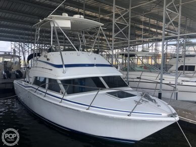 Bertram Flybridge Cruiser, 30', for sale - $35,900