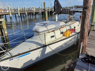 Hunter 33 Cherubini, 33, for sale - $9,750