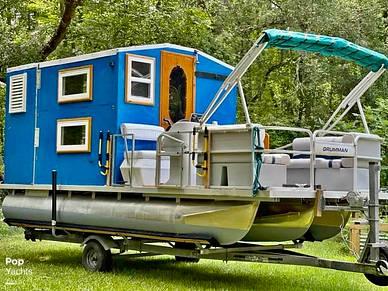 Custom Cabin Tritoon, 20', for sale - $33,300