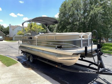 Sun Tracker 24 DLX Party Barge, 24, for sale - $49,999