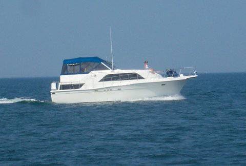 Chris-Craft 381 Catalina, 38', for sale - $48,000